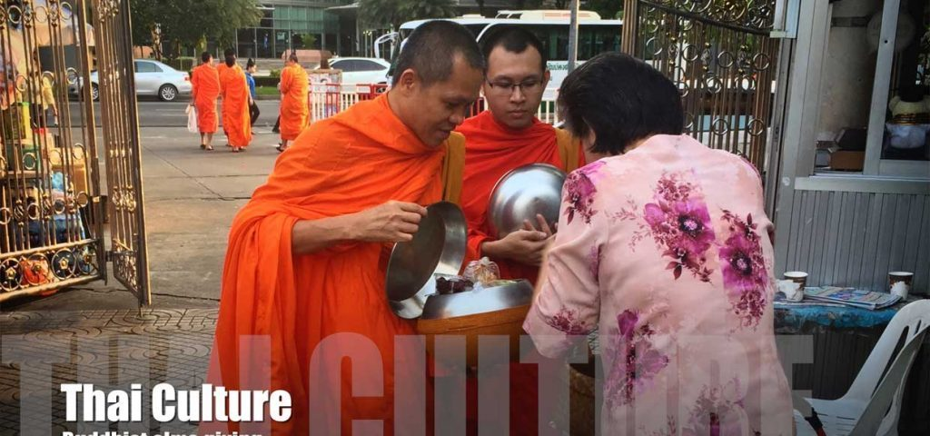 thai-culture-buddhist-alms-giving