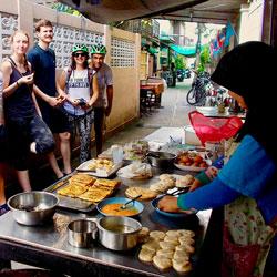 Enjoy-breakfas-Siam-Chiva-Follow-Me-Bangkok-tourst
