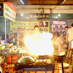 Explore-the-street-food-stalls-and-enjoy-a-delicious-dinner-Siam-Ratree-Bangkok-Bicycle-night-tour-Follow-Me